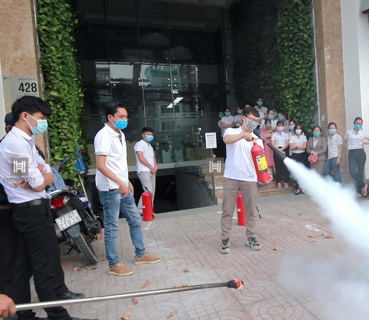 Hiển Vinh Group tổ chức tập huấn phòng cháy chữa cháy tại văn phòng công ty